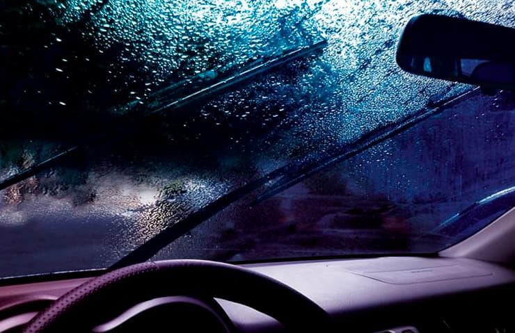 escobillas coche lluvia