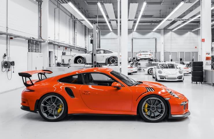 coche deportivo taller marcas premium