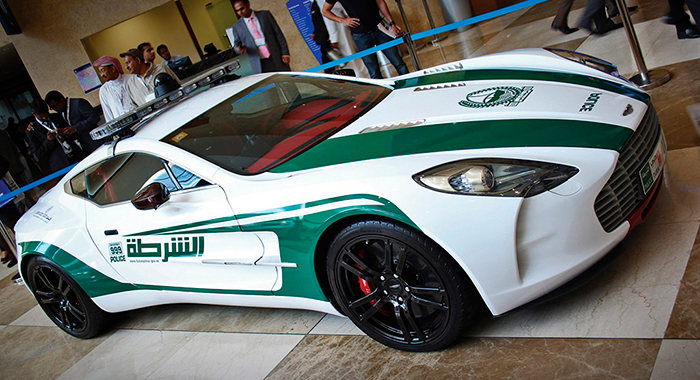 Coche de policía Aston Martin One-77
