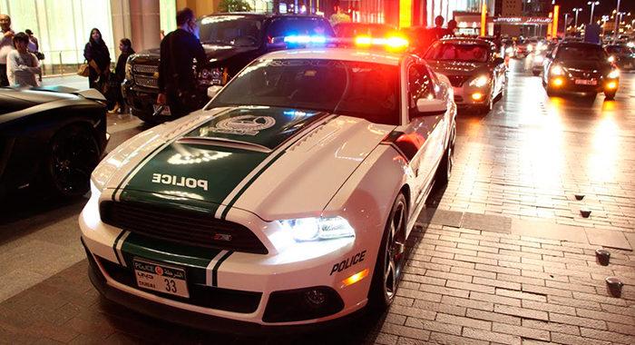 Coche de policía Ford Shelby Mustang