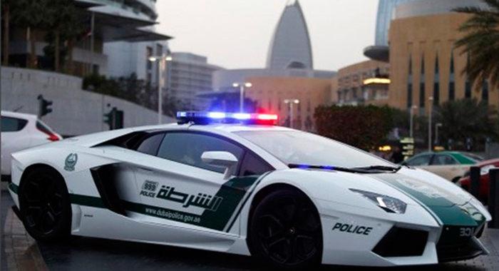 Coche de policia Lamborghini Aventator