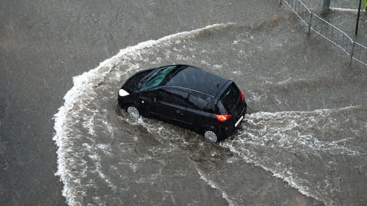 aquaplaning coche riada