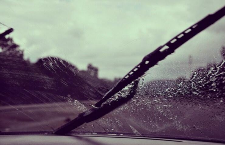 coche parabrisas lluvia