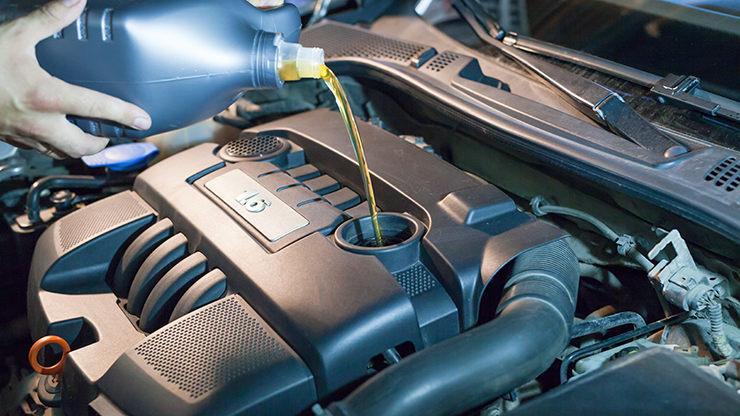 llenado aceite motor coche