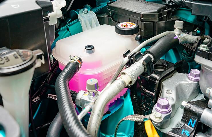 depósito líquido refrigerante coche