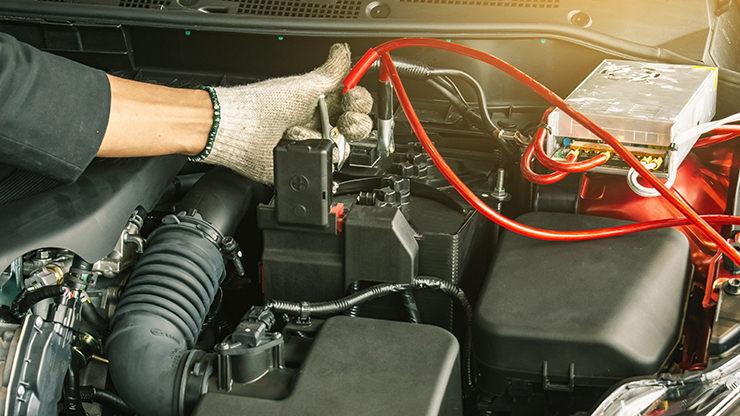 recarga bateria coche con pinzas