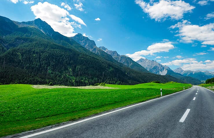 carretera verano montaña neumáticos