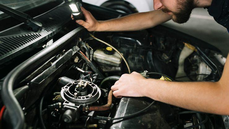 mecànica cotxe manteniment bateria