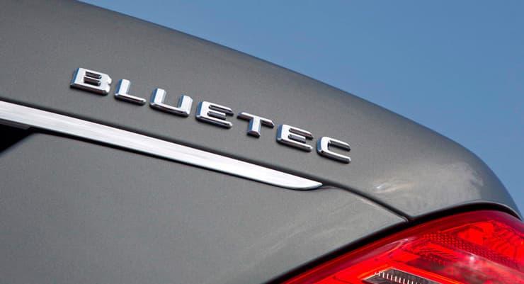 Logo Bluetec coche Mercedes Benz.