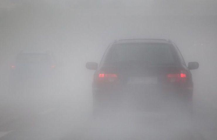coche invierno niebla