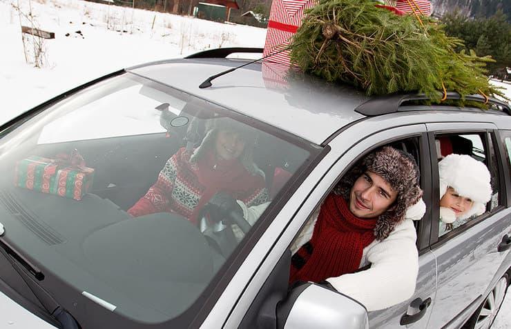 familia coche navidad