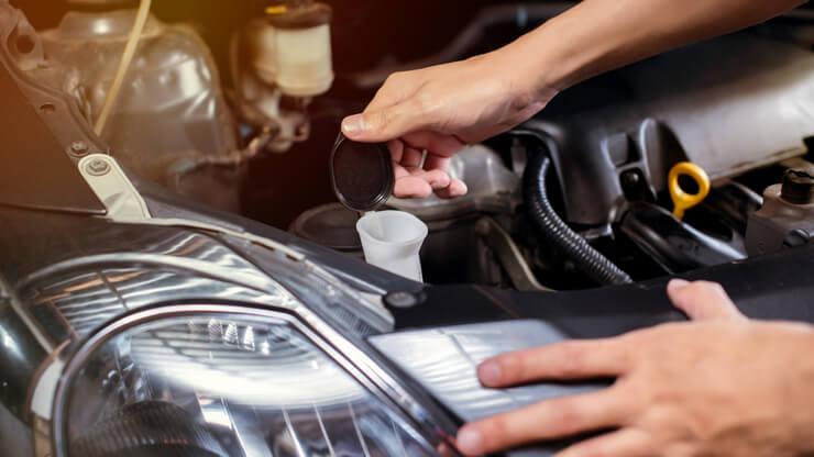 deposito liquido limpiacristales coche