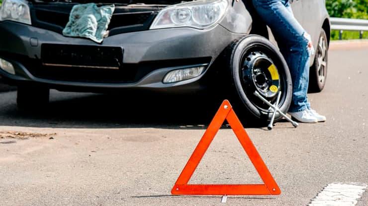 triangulo neumático repuesto coche avería